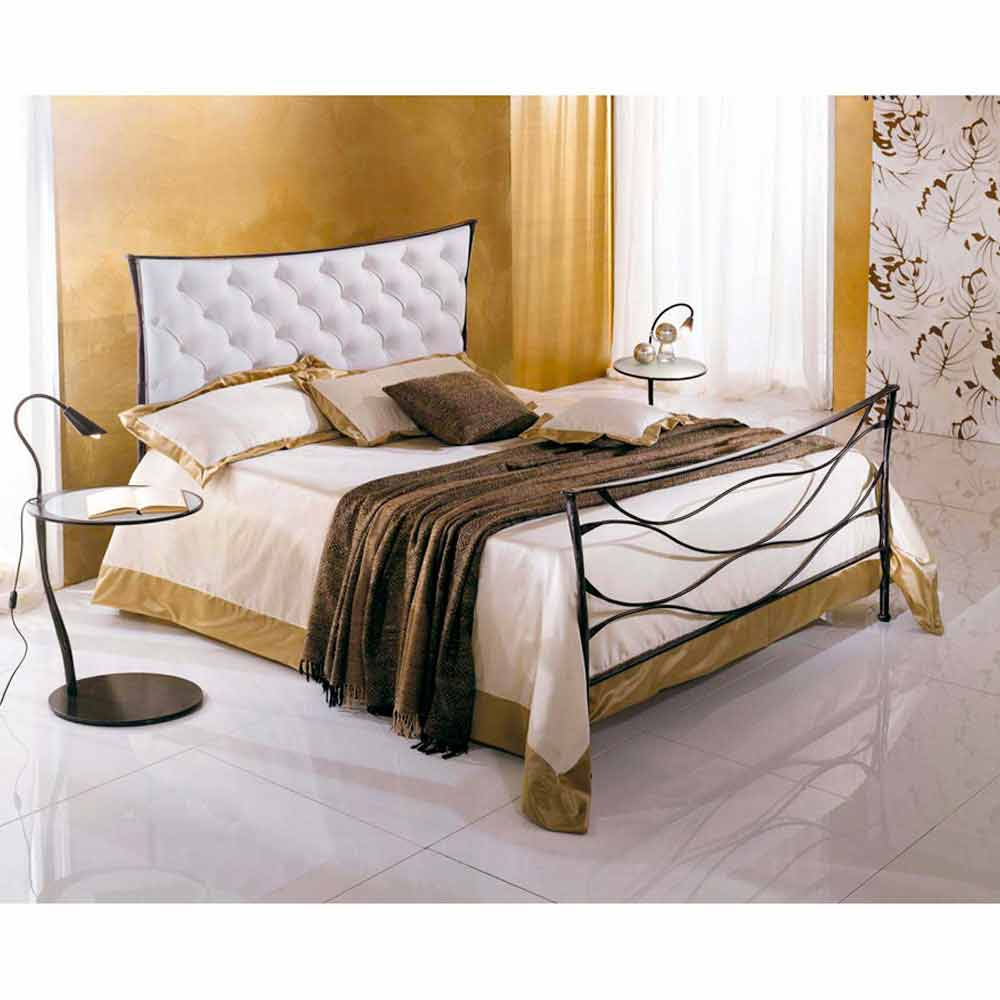 lit une place et demie en fer forg idra capitonn fait la main en italie. Black Bedroom Furniture Sets. Home Design Ideas