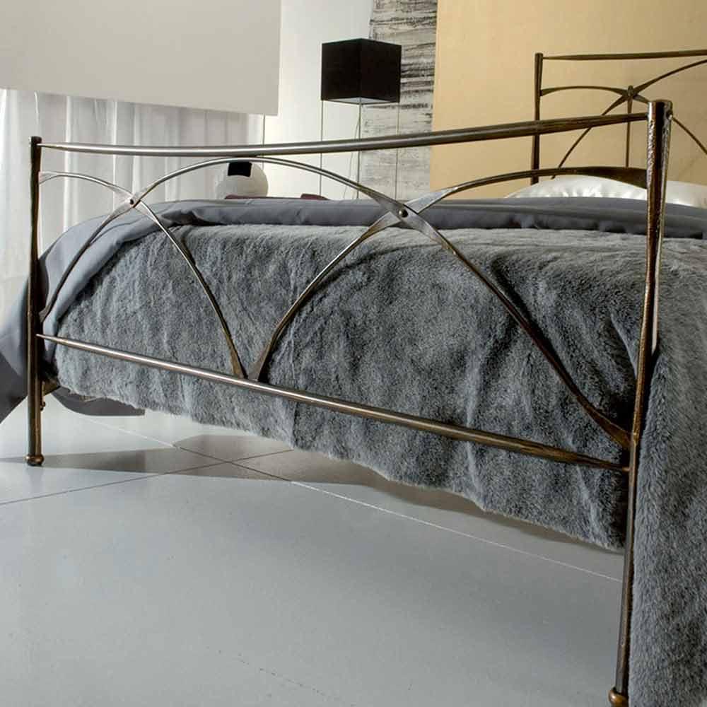 Lit une place et demie en fer forg persefone fait la for Repeindre un lit en fer forge