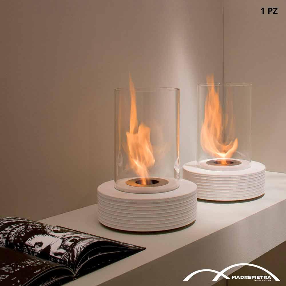 chemin e bio thanol poser sur la table faite en marbre. Black Bedroom Furniture Sets. Home Design Ideas