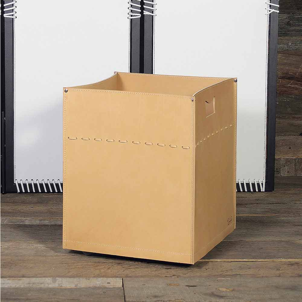 porte b ches design en cuir avec pieds en caoutchouc neutra. Black Bedroom Furniture Sets. Home Design Ideas
