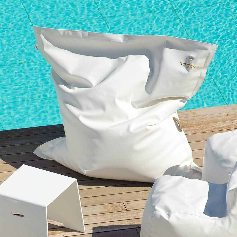 coussin d 39 ext rieur en simil cuir nautique blanc cloud par. Black Bedroom Furniture Sets. Home Design Ideas