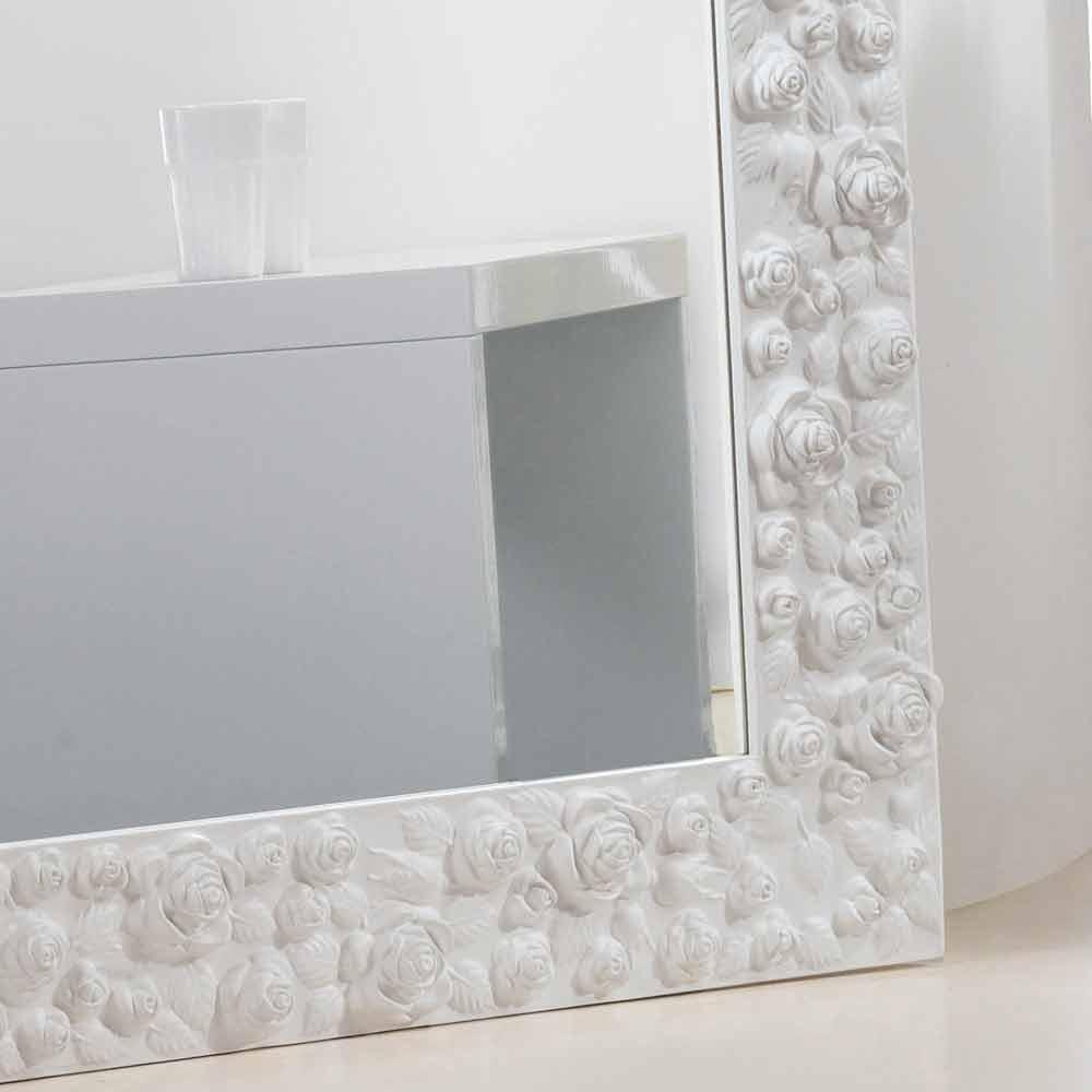 Gran miroir blanc de sol mural avec cadre en bois flower for Miroir horizontal blanc