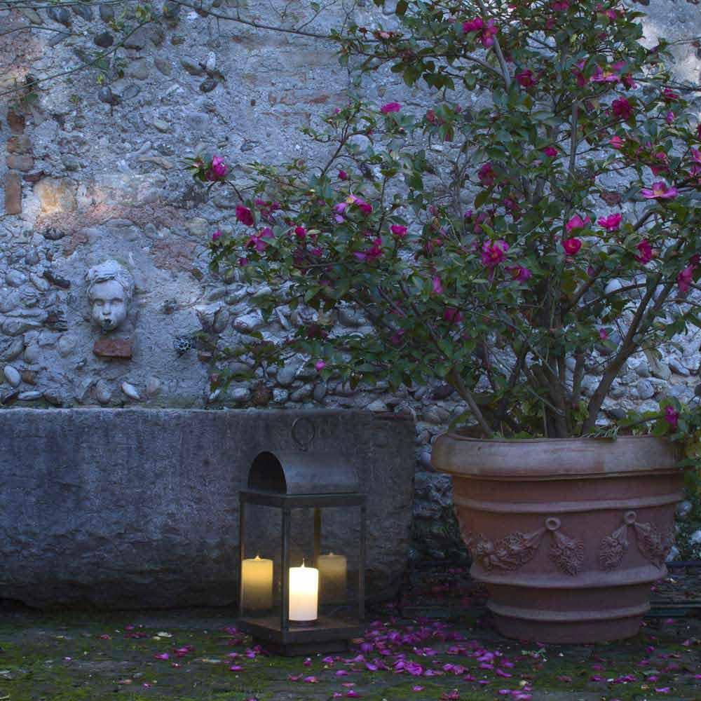lanterne de jardin avec bougie en fer ou laiton il fanale. Black Bedroom Furniture Sets. Home Design Ideas
