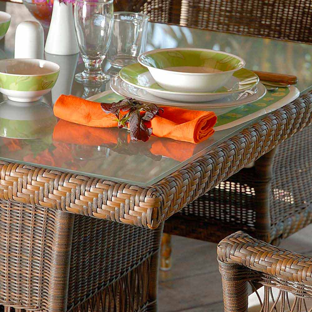table manger de jardin chad en poly thyl ne tress la main. Black Bedroom Furniture Sets. Home Design Ideas