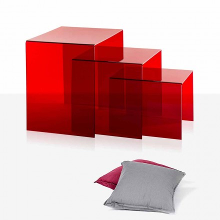 3 tables rouges superposables de design Amalia, faites en Italie