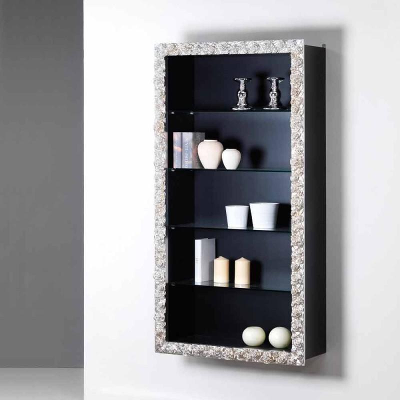 Bibliothèque par un mur en bois avec des étagères en verre champs, design moderne