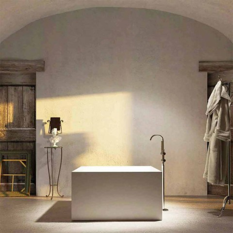Baignoire autoportante carrée fabriquée en Italie par Argentera design