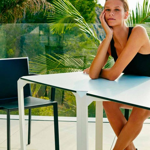 Vondom Quartz table de jardin carrée en polyamide, de design moderne